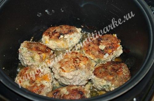 Жареные котлеты из мяса и овощей в мультиварке