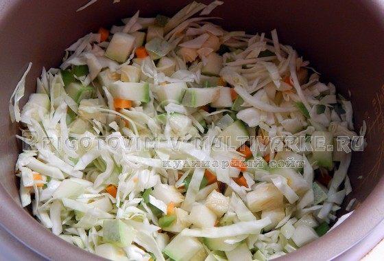 Добавить нашинкованную капусту