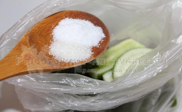 всыпать в пакет соль и сахар