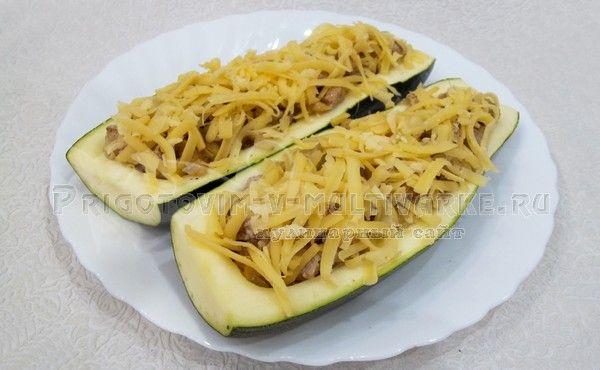 посыпать кабачки сыром