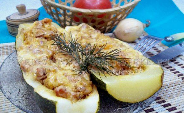 готовые кабачки лодочки запеченные с фаршем и сыром в духовке