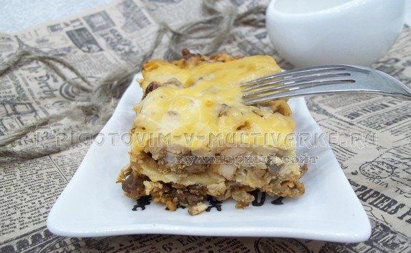 готовый пирог из лаваша с фаршем в духовке
