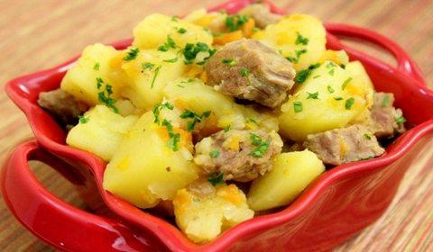 Тушеный картофель в мультиварке — вкусные варианты