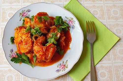 Хек в томатном соусе с овощами в мультиварке
