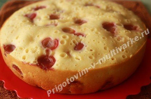 Бисквит с черешней в мультиварке, рецепт с фото