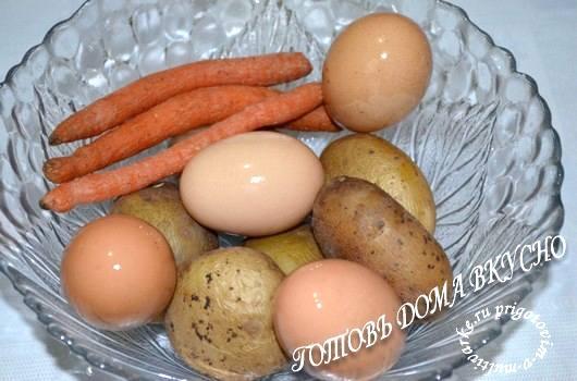 отварить овощи и яйца для салата