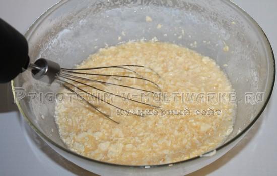 взбить масло с сахаром