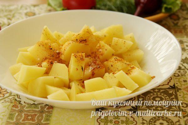 картошка с приправами с миске