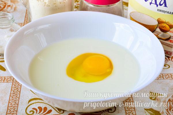 кефир и яйцо в миске