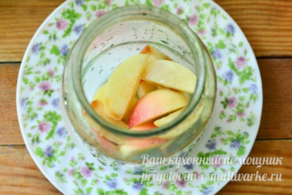 укладка персиков в банку