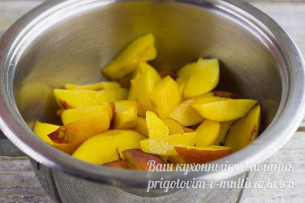 Ломтики персиков