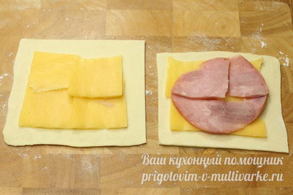 укладываем начинку на тесто