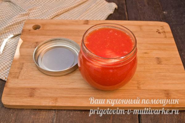 перелить томатную пасту в банку