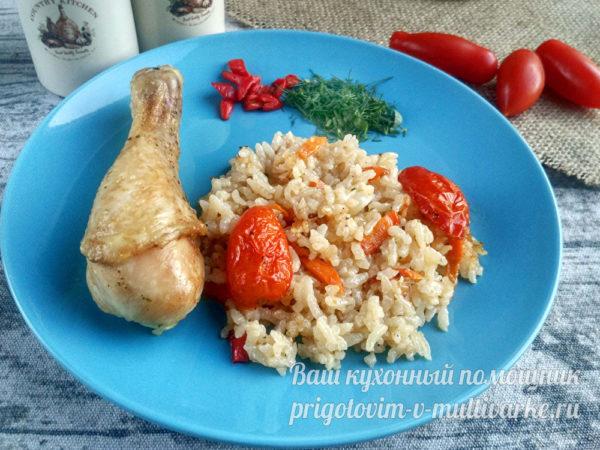 вкусный ужин из риса и курицы