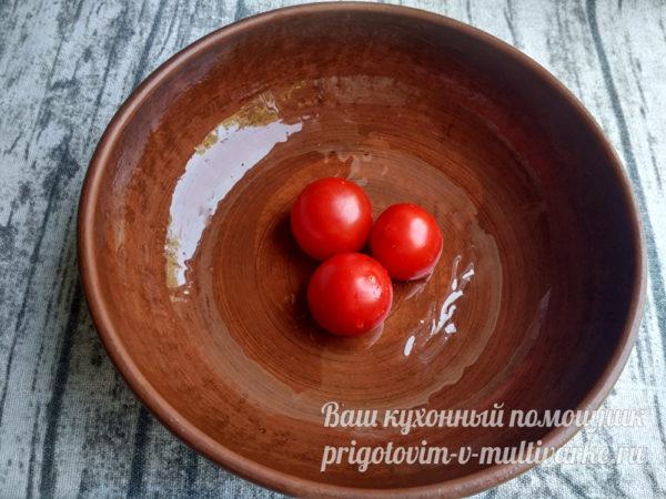 в центре помидорки черри