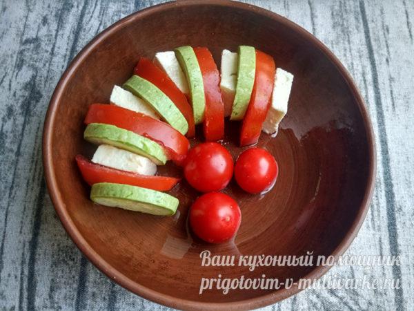 чередование кабачков и помидор