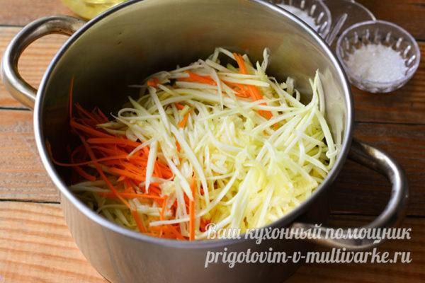 натереть кабачки и морковь