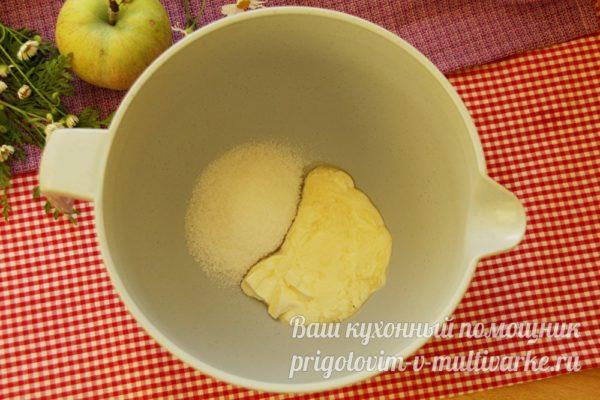 смешать масло с сахаром