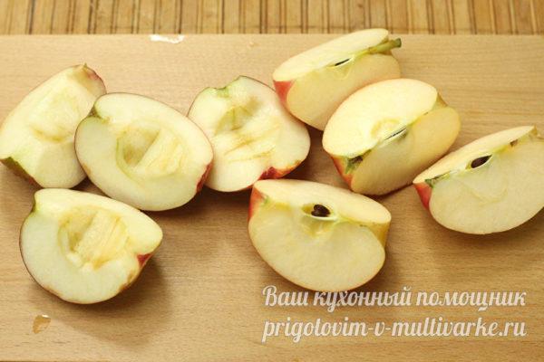 разрезать яблоки на дольки