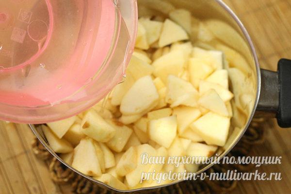 добавить к яблокам воду