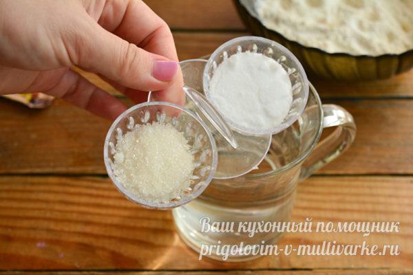 смешиваем соль, сахар с водой