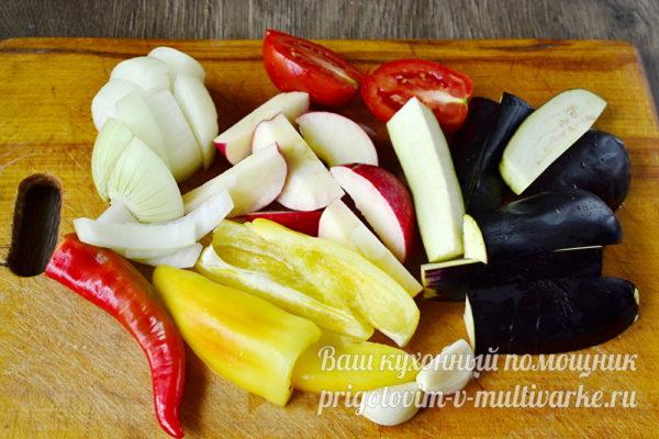 нарезаем овощи для соуса