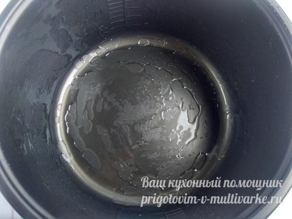 Смазать форму для запекания растительным маслом