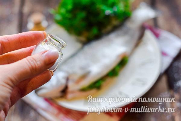 солим рыбу