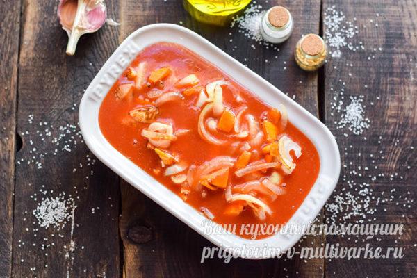 заливаем томатной подливкой