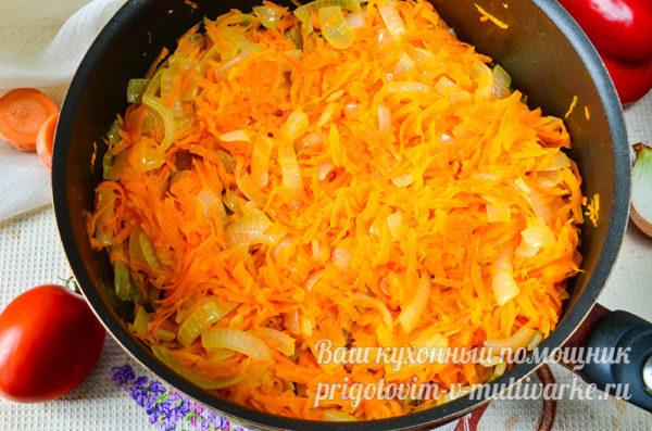 обжаренные лук с морковью