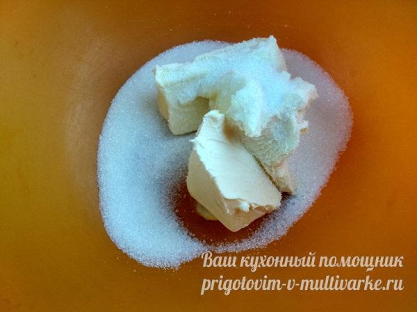 растираем масло с сахаром