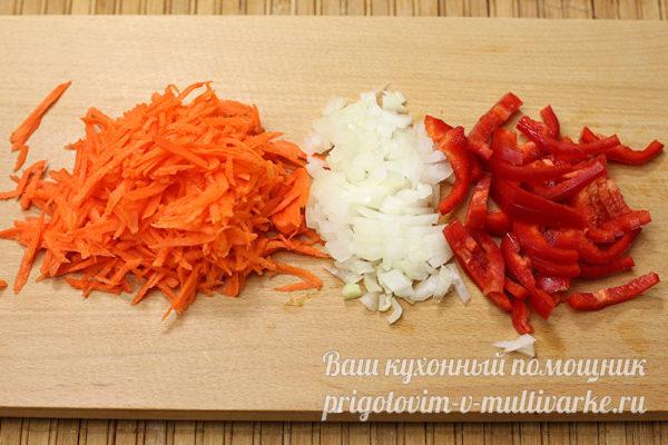 измельчаем морковь, лук и перец