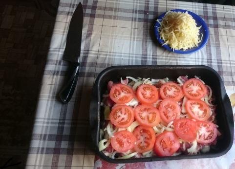 прослаиваем картошку по-французски томатами