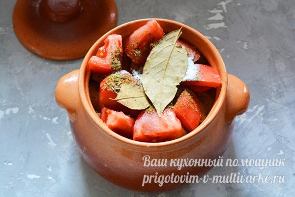 добавляем овощи и специи