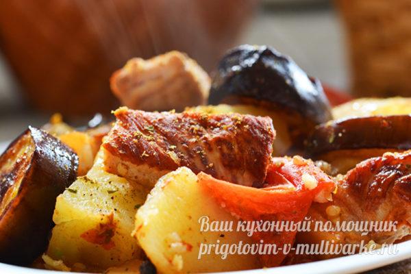 запеченное в горшочках мясо