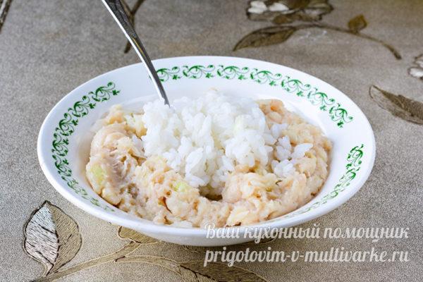 смешиваем рис и фарш