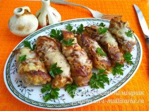 Курица запеченная в беконе