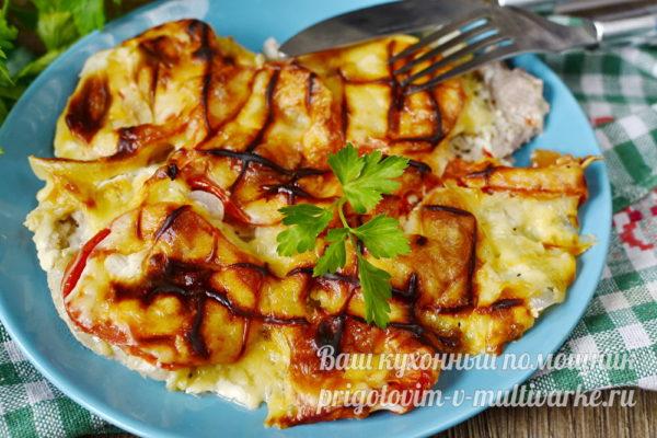 мясо запеченное с томатами и сыром