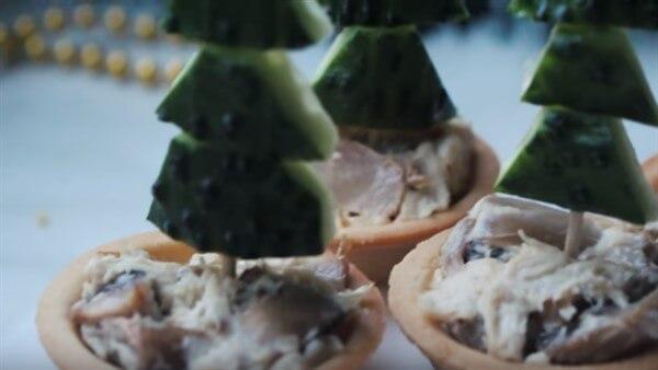 Тарталетки с грибами и куриным мясом