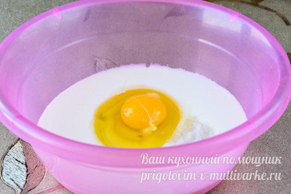 яйцо и кефир в миске