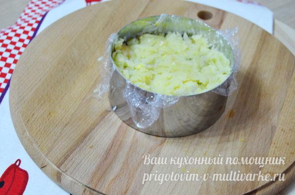 слой огурца и картофеля