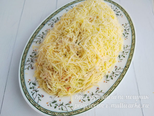 обсыпаем тертым сыром