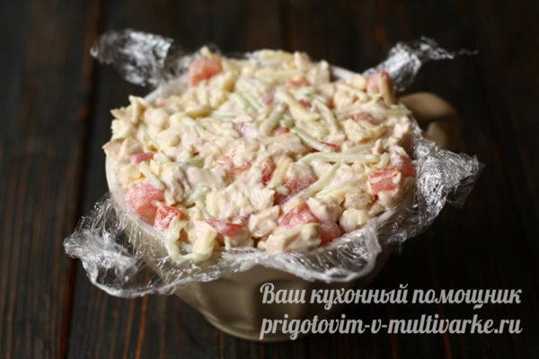 выкладываем салат в пленку