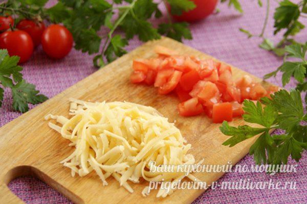 подготовленные сыр и помидоры