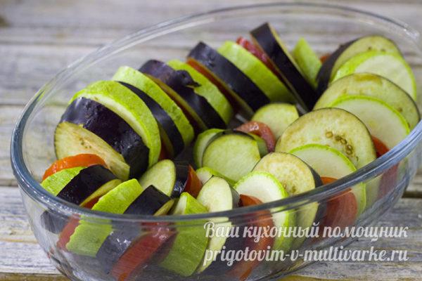 укладываем овощи в форму