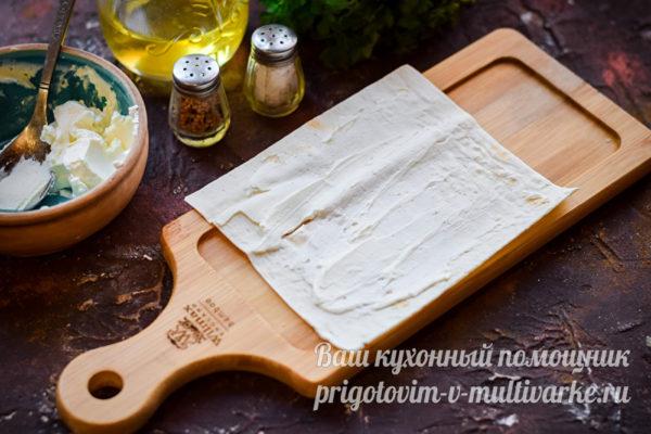 лаваш смазанный сыром