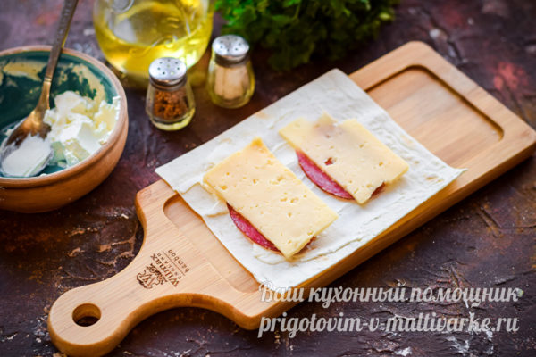 на лаваше колбаса и сыр