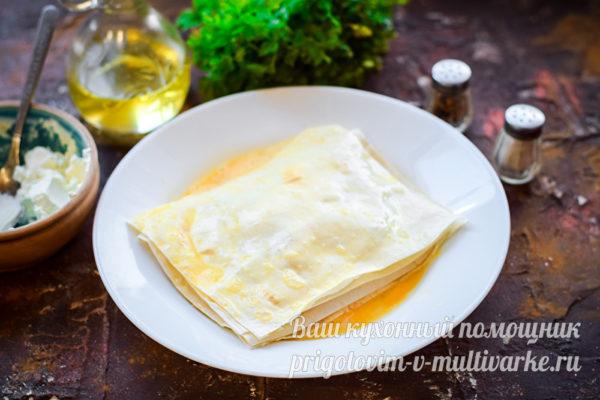 обмакиваем в сыром яйце