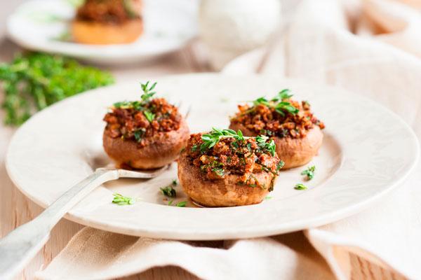 Фаршированные грибы с картофельным пюре