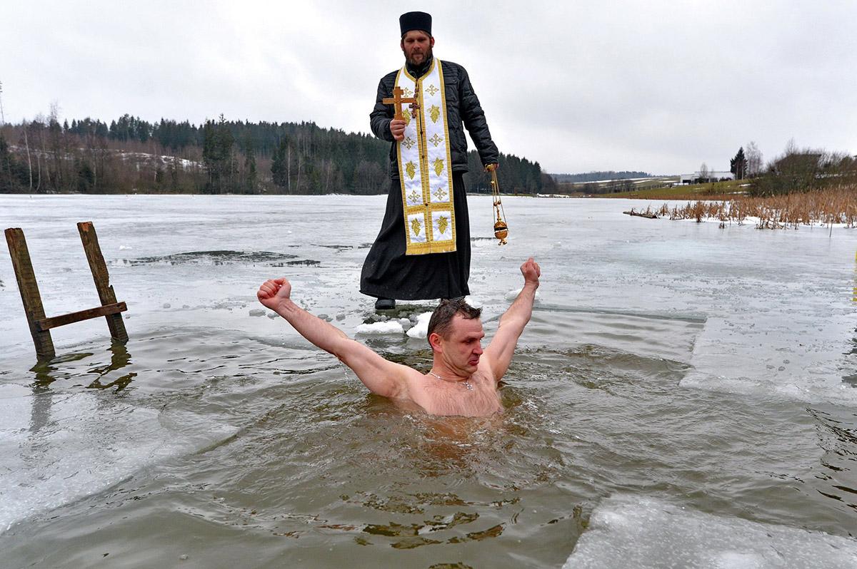 Купания на крещение в картинках
